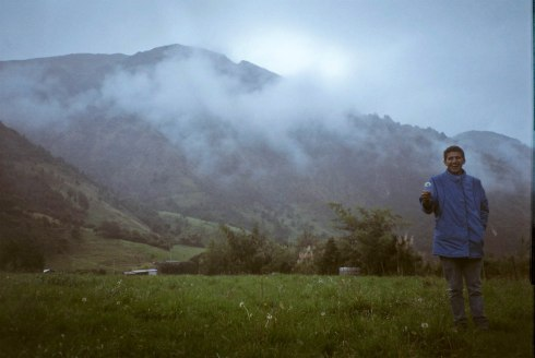 Enjoying la neblina and un diente de león with my pana Cuencana after hours driving down pothole covered roads in a rainstorm before later discovering secret hot springs located on the outskirts of Soldados. Cajas National Park, Ecuador.